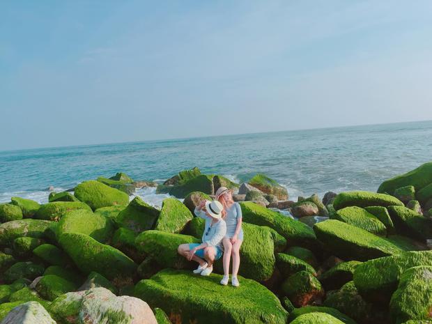 Kết thúc 1 ngày ở Phú Yên đầy trải nghiệm từ khung cảnh bình yên, nên thơ đến điểm vui chơi sôi động, ngày thứ 2 nhóm dừng chân ở bờ kè Xóm Rớ (phường Phú Đông).