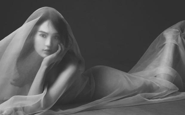 Ngọc Trinh cận kề U30 vẫn khoe ảnh nude đẹp hút hồn nhờ phương pháp làm đẹp đơn giản sau