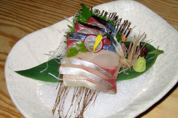 Nguyên liệu của sashimi chủ yếu là hải sản tươi sống.