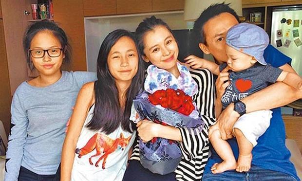 Hình ảnh hạnh phúc của nữ diễn viên bên gia đình.