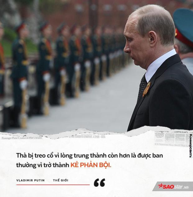 """Ông Putin sau khi chính thức thôi việc ở KGB, quay lại thành phố Leningrad (nay đổi lại tên thành St.Petersburg) và làm việc cho thị trưởng dân chủ đầu tiên của thành phố Anatoly Sobchak. Ông Putin khi đó được coi là """"cánh tay đắc lực"""" của Sobchak. Khi ông Sobchak không được tái đắc cử làm thị trưởng, người giành chức vị này nói sẽ cho Putin một chân trong bộ máy của ông ta, nhưng Putin từ chối và nói: """"Thà bị treo cổ vì lòng trung thành còn hơn là được ban thưởng vì trở thành kẻ phản bội""""."""