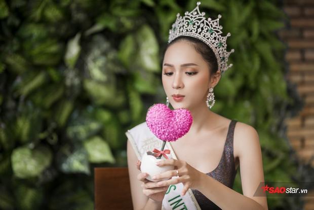 Hóa ra đặc sản cây xanh thành hồng do chính hoa hậu Hương Giang tự biên tự diễn