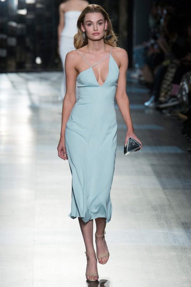 Dù diện váy copy, Ngọc Trinh vẫn công khai bán sản phẩm nhái và cao giọng thách thức antifan