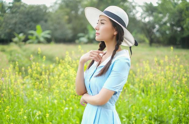 Với nhan sắc tựa thiên thần, Khánh Hiền nhận được nhiều lời mời chụp ảnh thời trang nhưng nữ diễn viên khéo léo từ chối để dành thời gian nuôi dưỡng đam mê với diễn xuất.