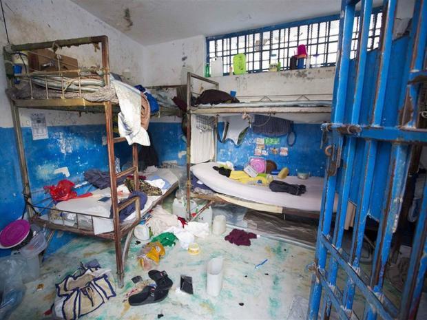 Nhà tù Civil ở thị trấn Arcahaiea, Haiti, thường trong tình trạng quá tải. Năm 2016, 174 tù nhân đã trốn thoát khỏi nhà tù này trong một vụ bạo động khiến một nhân viên nhà tù thiệt mạng và nhiều người khác bị thương. Ảnh: Dieu Nalio Chery/AP