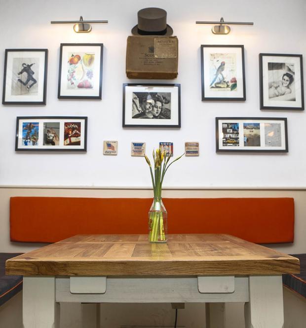 Khám phá quán cafe siêu dị được xây dựng từ toilet bỏ hoang dưới lòng đất