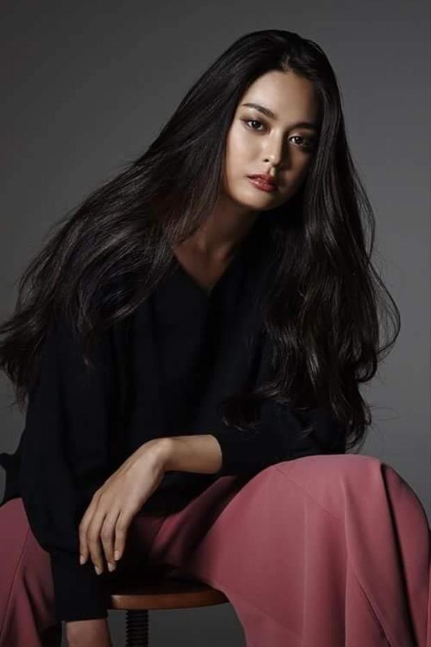 So với những nhan sắc đăng quangMiss Universe Nhật Bản những năm gần đây, Yuumi có phần nổi trội hơn về nhan sắc. Đồng thời, cô còn có tri thức và nền tảng tốt, cũng như khả năng sử dụng ngoại ngữ lưu loát. Cô có thể nói được 4 thứ tiếng Nhật Bản, Malaysia, Trung Quốc và tiếng Anh.