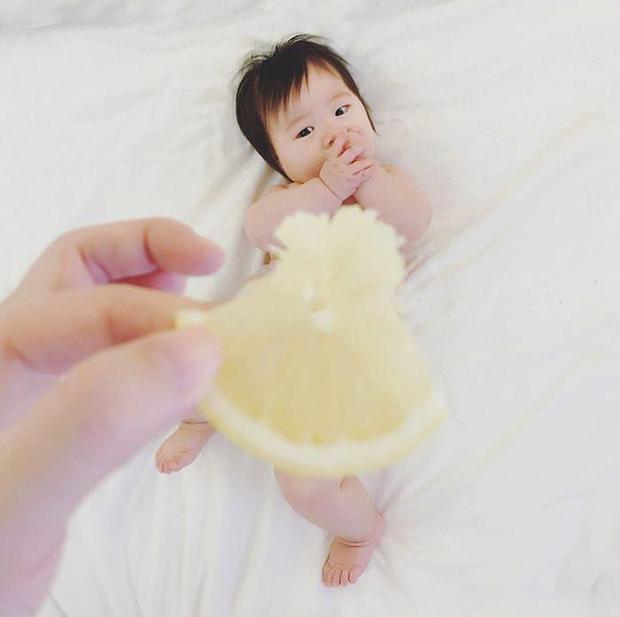 Một miếng chanh đã giúp bé có đầm dạ hội nuột nà!