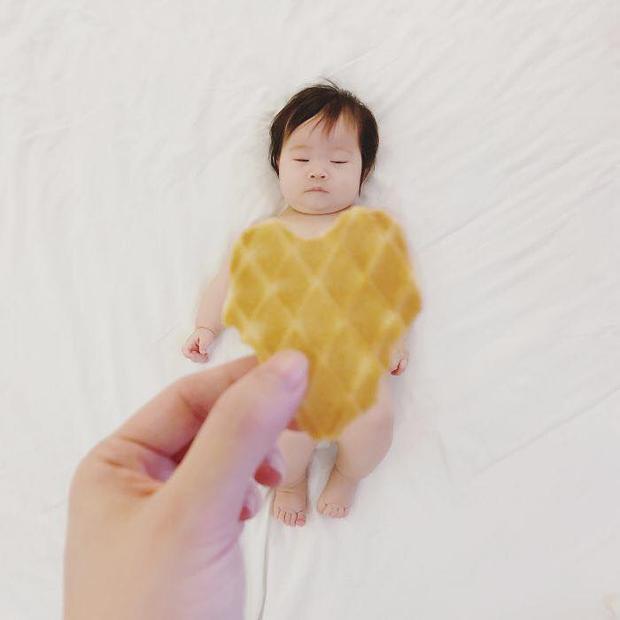 Mẹ ơi! Để con nhắm mắt cho mơ mộng với váy bánh quy nhé!