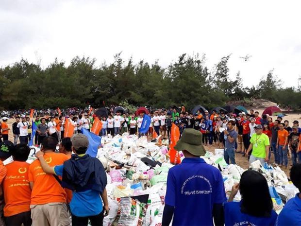 Hay một hoạt động làm sạch bãi biển khác của cộng đồng Ờ! Phượt đi! vào năm 2017.