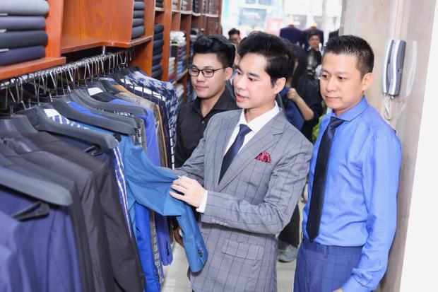 HLV Ngọc Sơn chu đáo chọn lựa trang phục phù hợp với từng thành viên.