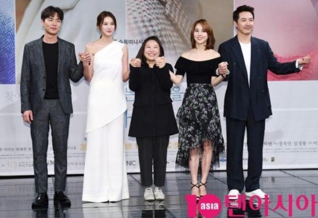 Biên kịch Jung Ha Yeon cùng dàn diễn viên đình đám.