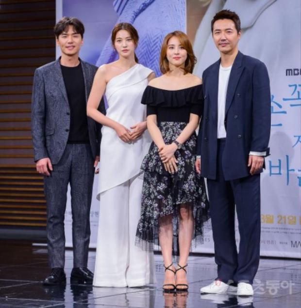 Bốn nhân vật làm nên câu chuyện tình yêu lãng mạn hội tụ trên sân khấu.
