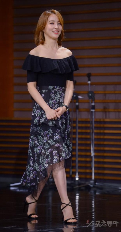 """Ngôi sao 36 tuổi - Han Hye Jin rạng rỡ nở nụ cười tươi """"roi rói""""."""