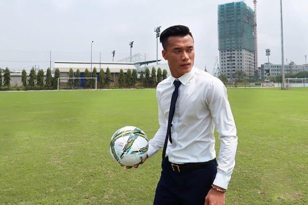 Bùi Tiến Dũng là ông vua chạy show của làng bóng đá Việt.