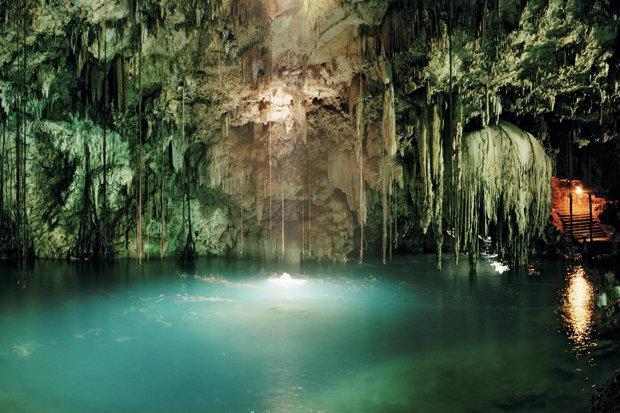 Cenotes De Yucatan chính là một mê cung các hang động dưới nước ở Mexico.