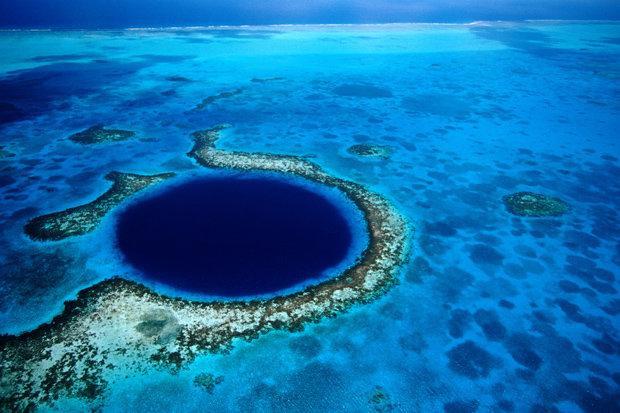 Great Blue Hole ở Belize là một trong những địa điểm lặn biển tốt nhất trên thế giới.
