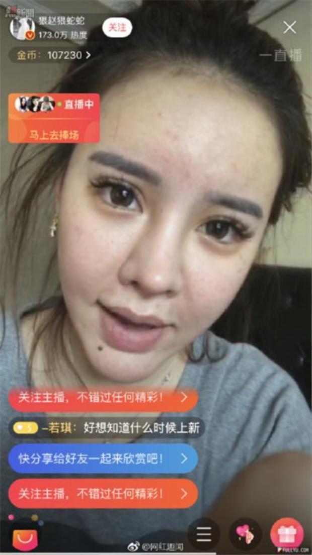 Hot girl lộ mặt mộc đáng thất vọng khi livestream chỉ vì sơ ý tắt chế độ làm đẹp tự động