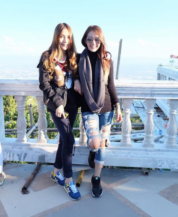 Cặp đôi đồng tính nữ đẹp như hot girl sở hữu hàng trăm nghìn fans của xứ sở chùa Vàng