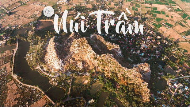 Núi Trầm thuộc xã Phụng Châu, huyện Chương Mỹ, cách trung tâmHà Nội.