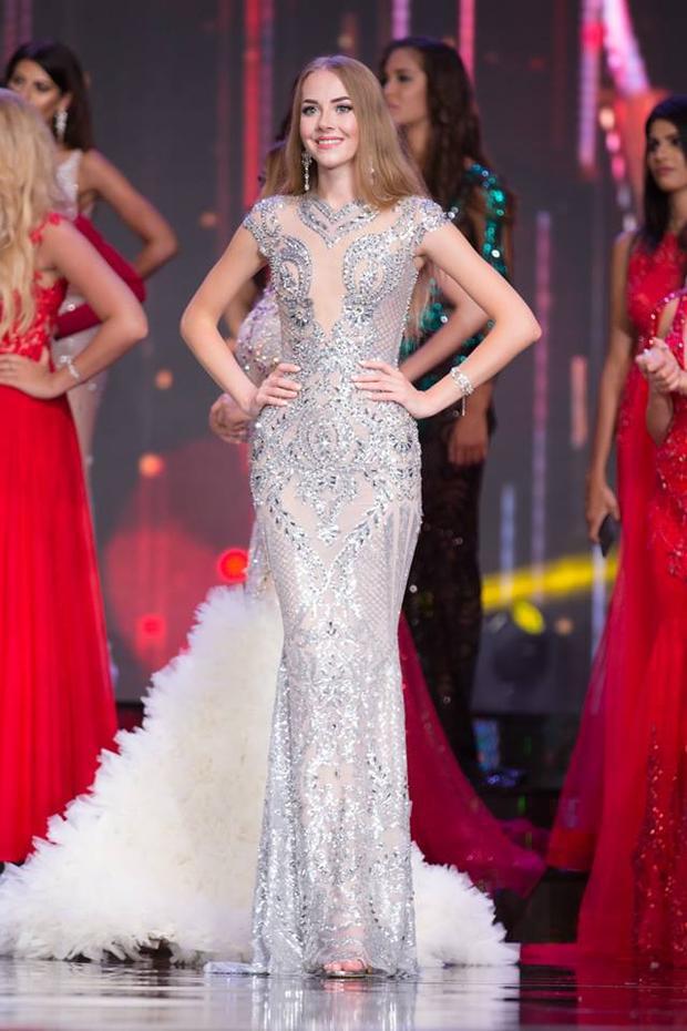 Hoa hậu Nga - Svetlana Khokhlova lộng lẫy trong thiết kế của Đức Vincie khi cô tham gia Hoa hậu Hòa bình tại Việt Nam vào tháng 10/2017.