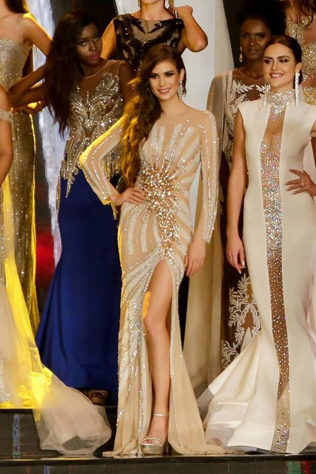 Ngoài ra trong cuộc thi Miss Grand International 2017 (Hoa hậu Hòa bình) nhà mốt Việt cũng đảm nhiệm phần váy dạ hội cho Hoa hậu Hòa bình Mexico. Đây có vẻ như là bước khởi đầu giúp nhà tạo mốt Việt có cơ hội hợp tác với ban tổ chức Hoa hậu Mexico trong năm nay.