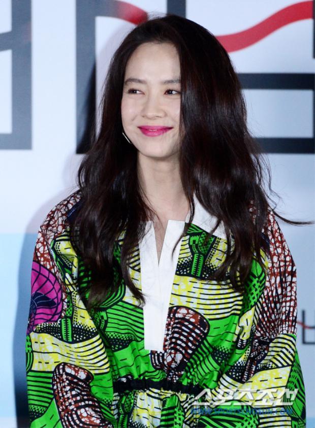 Họp báo Wind Wind Wind: Song Ji Hyo và Lee El khoe sắc bên bạn trai nữ chính Globin
