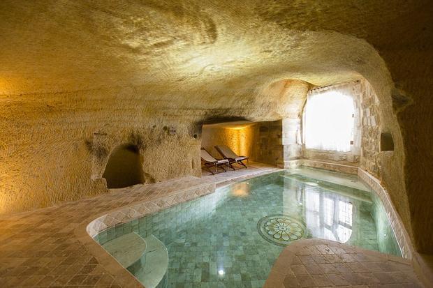 Bể bơi sang chảnh là một trong những nguyên nhân khách sạn này được yêu thích đến vậy. Ảnh: Daily Mail