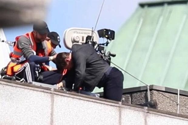 """Tom Cruise cũng từng phải ngừng mọi hoạt động của mình lại do chấn thương trong một phân cảnh nguy hiểm của """"Mission Impossible 6: Fall out""""."""