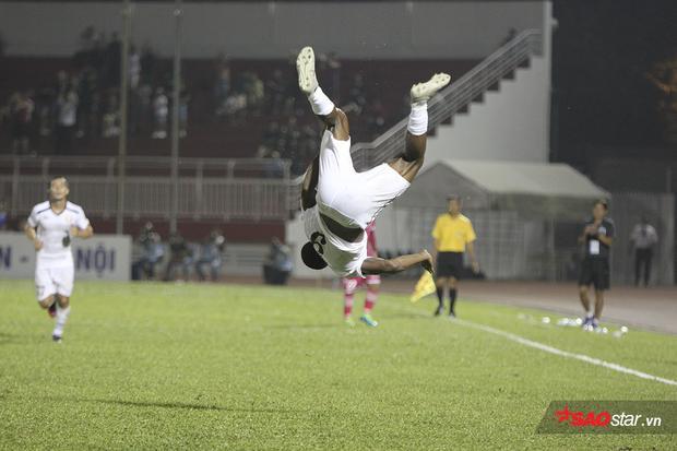 Phút 90+1, tiền đạo Gustavo ghi bàn thắng nâng tỉ số lên 2-0. Anh có pha lộn vòng ăn mừng rất đẹp mắt. Sài Gòn có bàn thắng gỡ muộn màng ở phút 90+5.