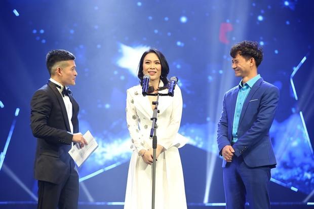 Cô chia sẻ do từng được đạo diễn MV bộc bạch rất muốn nhận giải Cống hiến nên quyết định xung phong lãnh hộ.