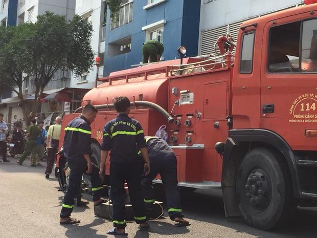 Xe cứu hỏa có mặt tại hiện trường.