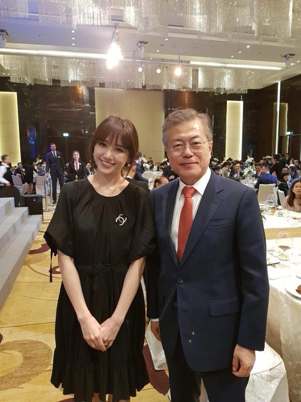 Hari Won và Tổng thống Moon Jae In.