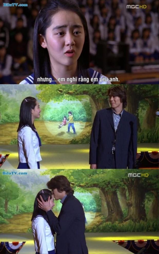 """Phân cảnh Bo Eun nức nở thú nhận trước toàn trường: """"Sang Min à, từ nhỏ anh đã luôn ở bên cạnh em. Em chưa bao giờ có cảm giác lạ lẫm với anh. Nhưng, em nghĩ là… em nghĩ rằng em yêu anh…"""" khiến khán giả xúc động và mỉm cười cho cái kết viên mãn."""