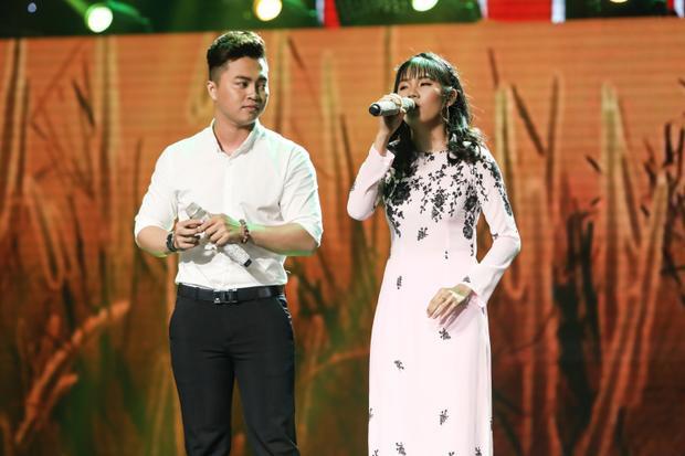 """Quỳnh Trâm """"đốn tim"""" HLV lẫn khán giả nhờ giọng hát mộc mạc, cảm xúc."""