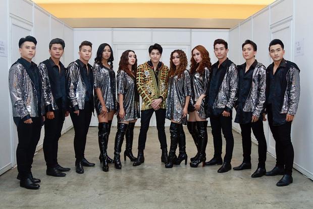 Noo Phước Thịnh xuất hiện trong trang phục cá tính tại Hong Kong Asian-Pop Music 2018.