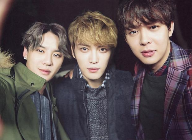 """3 thành viênJunsu, Yoochun, Jaejoong """"đầu quân"""" choCJS Entertainment và thành lập nhóm nhạc JYJ."""