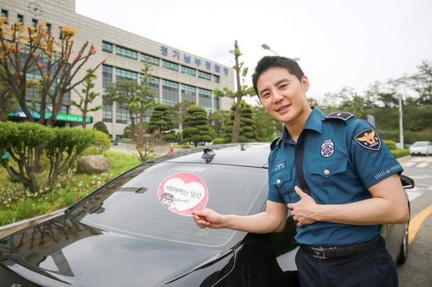 Xiah Junsu vẫn đang làm việc tại sở cảnh sát.