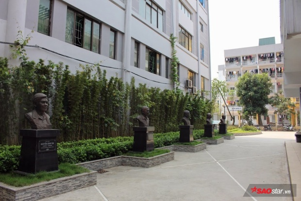 Vườn tượng doanh nhân tại giảng đường Viết văn - Báo chí.