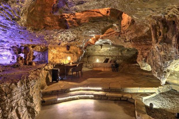 Bên trong hang động tưởng là đơn sơ này lại một khách sạn hạng sang. Ảnh: Mirror