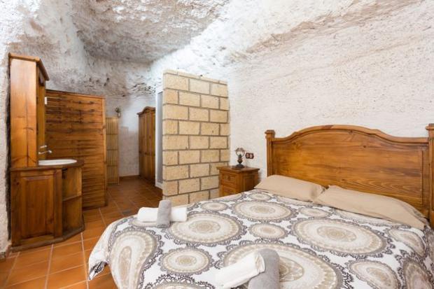 Phòng ngủ rộng rãi, tiện nghi. Ảnh: Mirror