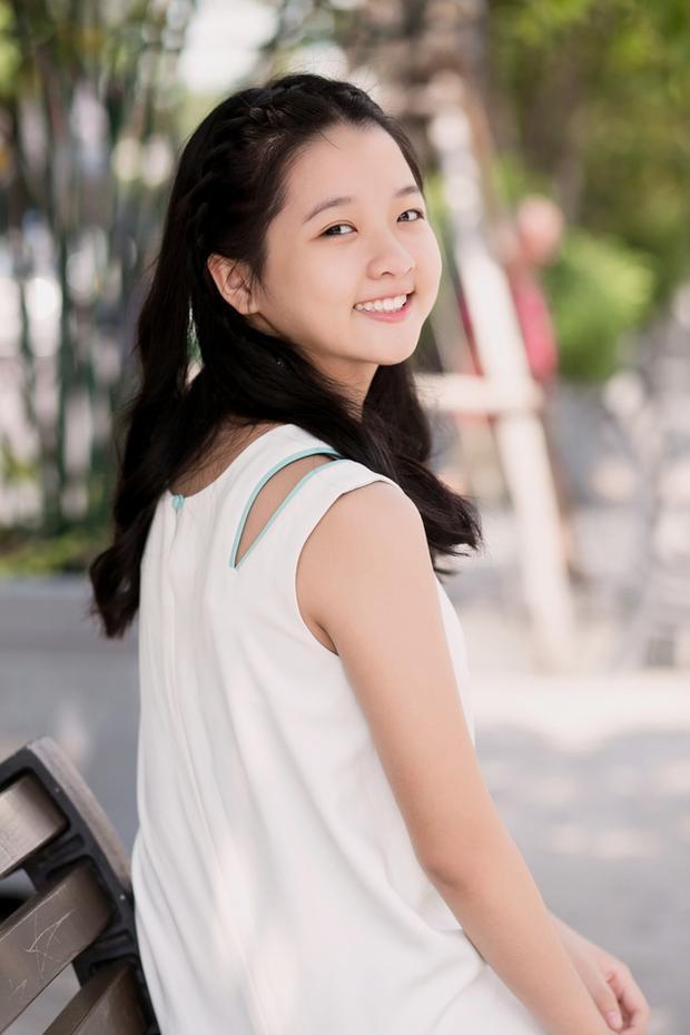 Khi được 11 tuổi Thanh Mỹ bắt đầu biết cách làm duyên, kiểu tóc được thay đổi đa dạng hơn, diễn viên sinh năm 2005 cũng chú ý đến việc trang điểm, đơn cử như tô son nhẹ mỗi khi ra ngoài.