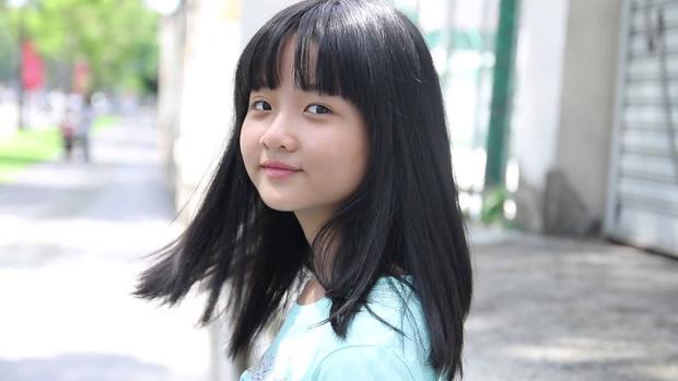 Mái tóc với phần mái ngang từng là nét đặc trưng của sao nhí lúc 9 tuổi, cô bé liên tục xuất hiện qua nhiều bộ phim với tạo hình này.