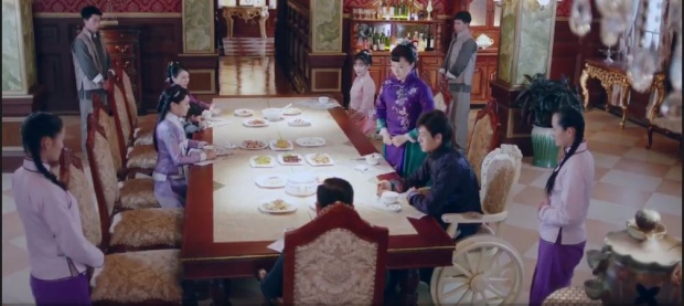 """Bữa cơm """"nhắc nhở"""" được Mộ Dung Thiên cố tình chuẩn bị."""