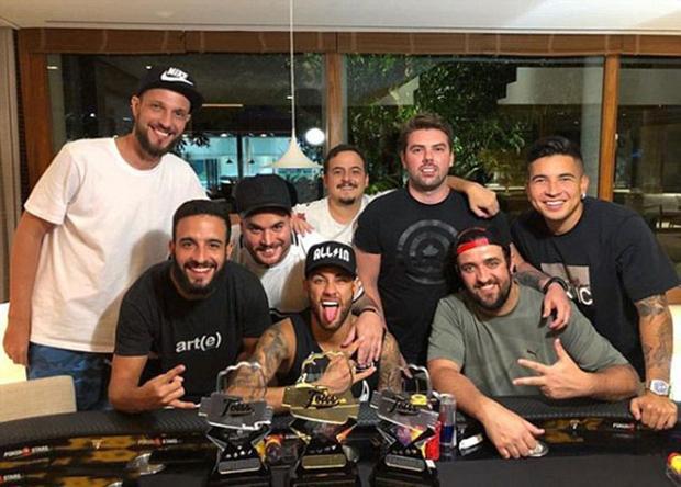 Neymar giành chiến thắng trong cuộc thi poker.