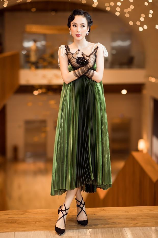 Chiếc váy nhung che hoàn toàn số đo 3 vòng của Angela Phương Trinh.