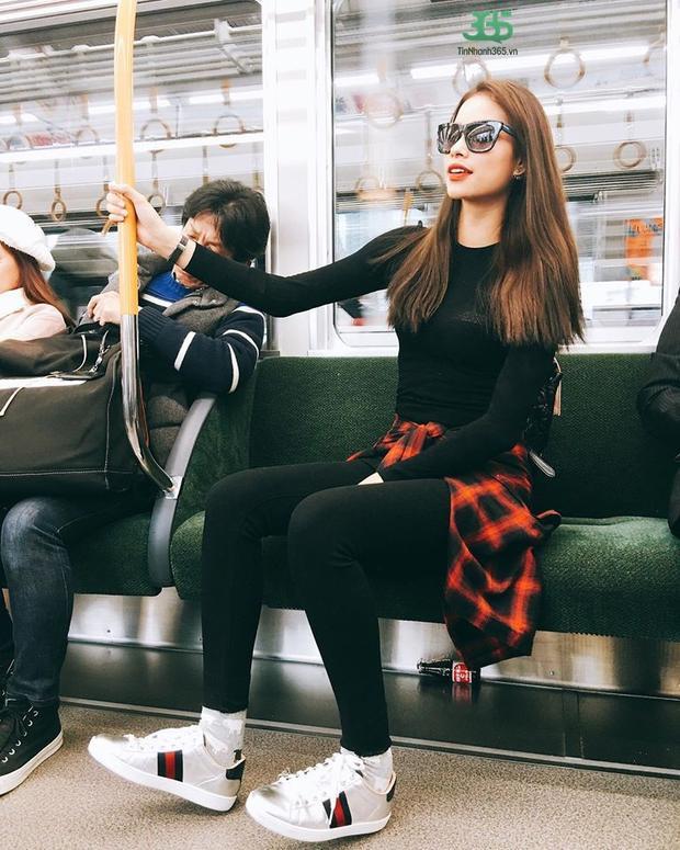 Dù chỉ ngồi xe buýt, Hoa hậu Hoàn vũ Việt Nam 2015 vẫn vô cùng đẳng cấp.