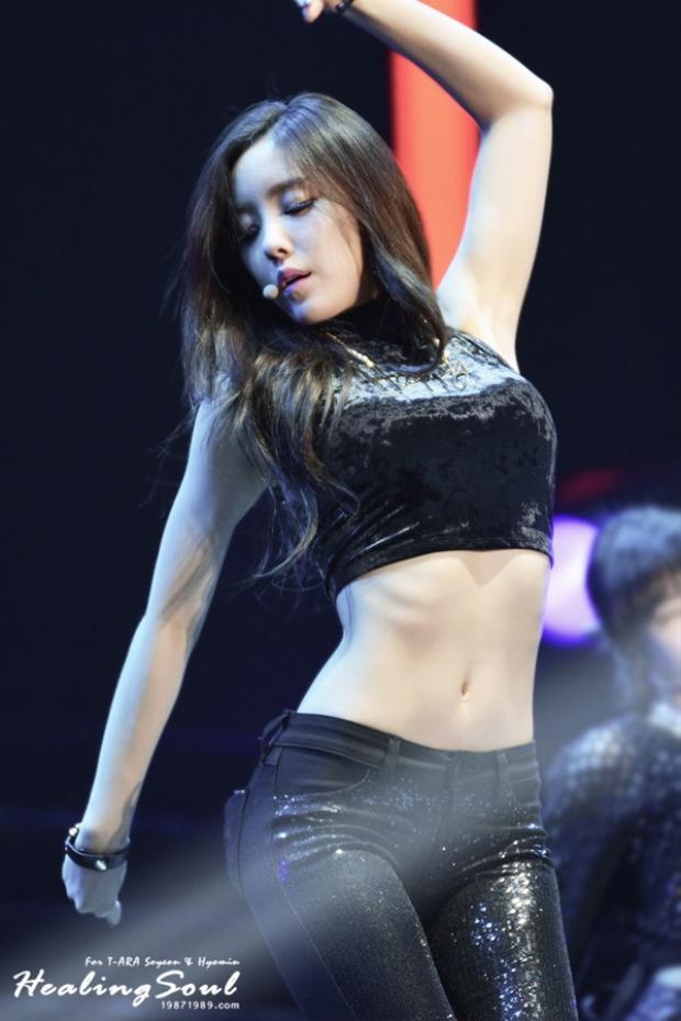 Cơ bụng số 11 của Hyomin thách thức mọi mỡ thừa.