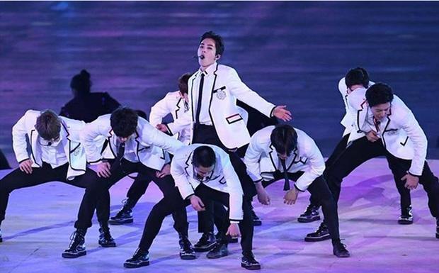 Xiumin (EXO): Từ fan cuồng nhiệt của DBSK trở thành thần tượng toàn cầu
