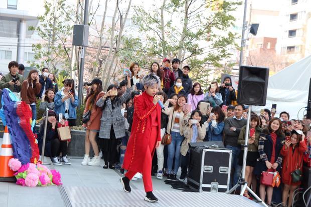 Không chỉ vậy, một số khán giả không ngại di chuyển quãng đường khá xa6-10tiếng xe bus từcác thành phố khác xuống Osaka để tham gia vào 2 sự kiện có sự góp mặt của Vũ Cát Tường.